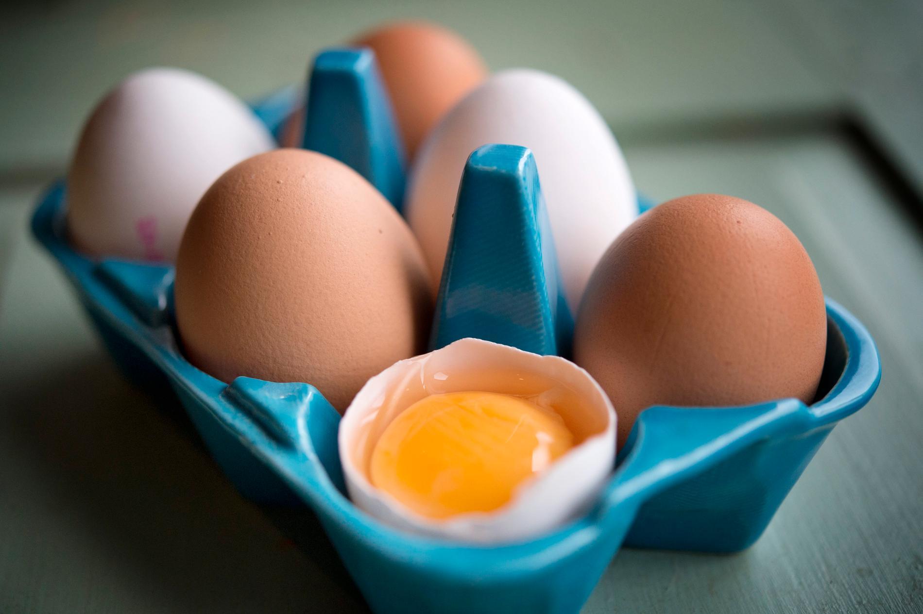 Ägg, och då framför allt äggulan, innehåller mycket kolesterol. Arkivbild.