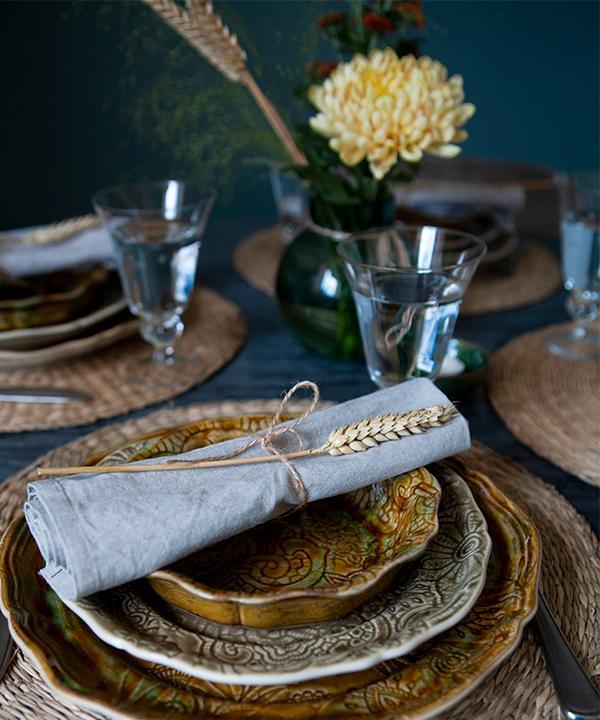 Vem längtar inte efter het höstmat på rustika fat? Här tallrikar från Sthål ceramic.