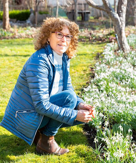 Ann-Sofie har alltid trivts bättre utomhus än inomhus. Det blir många timmar i trädgården och skogen.