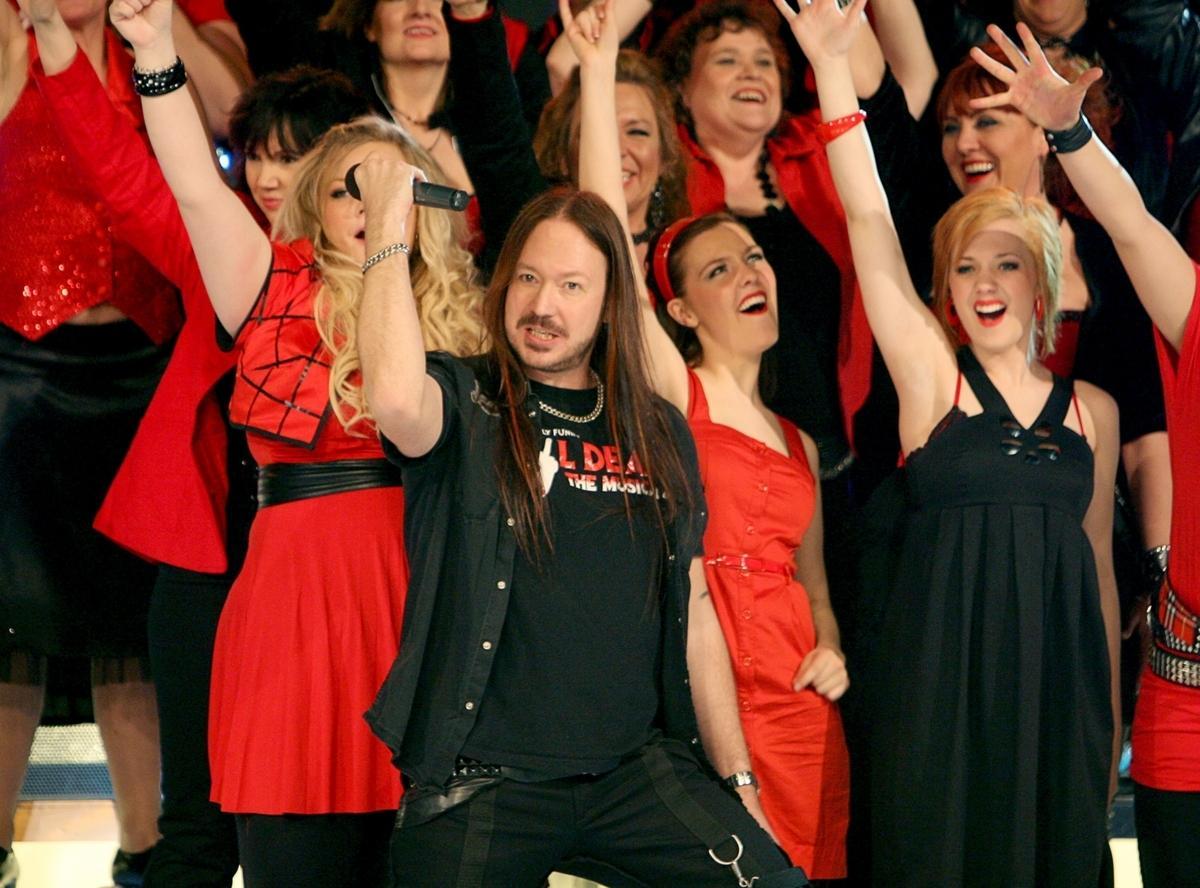 Visste inget Morakörens ledare Joacim Cans visste inte om att kören mixas med förinspelad sång under sändningarna.
