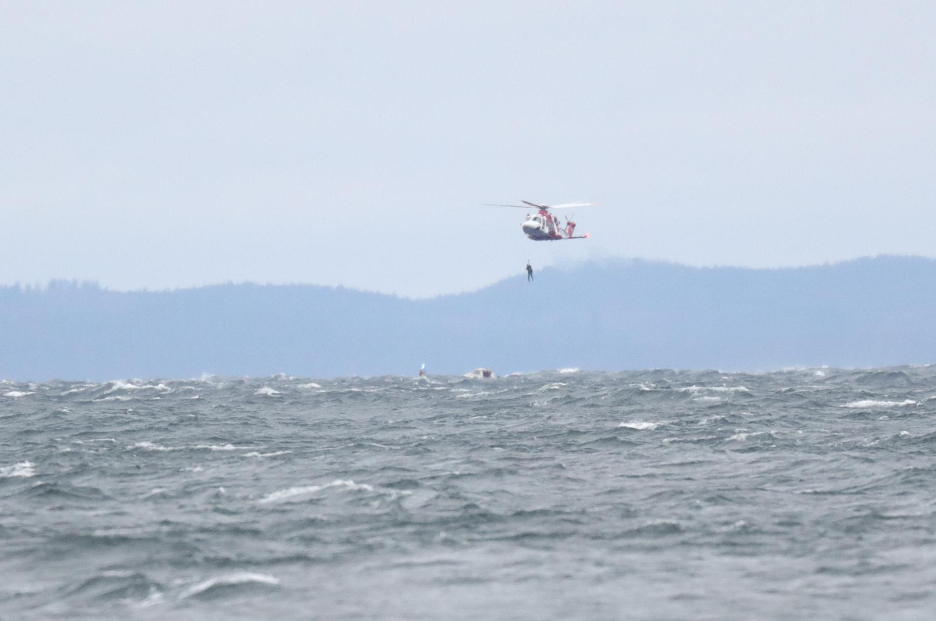 En minut senare sjönk båten, enligt räddningsledaren på Sjöfartsverket.