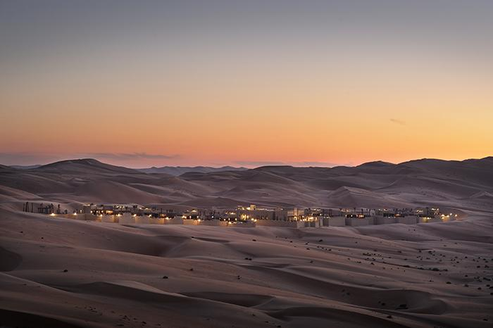 Sand, sand och åter sand- det är utsikten för gästerna på Anantara qasr al sarab desert.