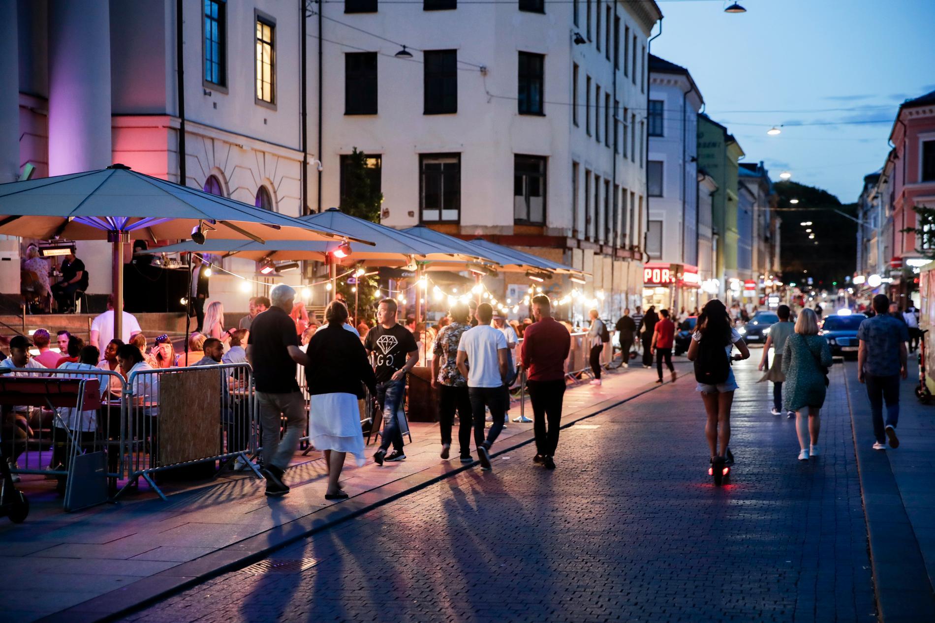 Torggata i Oslo på fredagskvällen, före midnatt. Ingen alkohol tillåts på krogen efter midnatt i Norge.