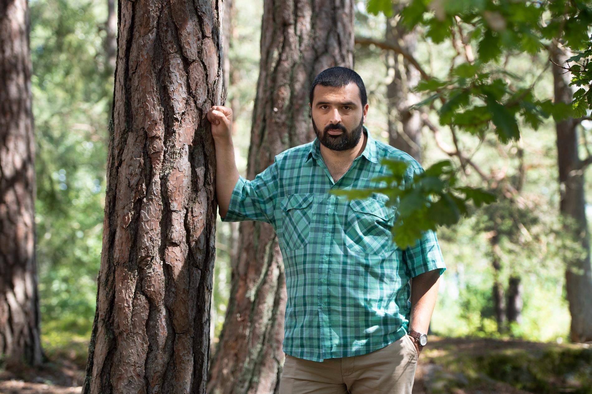 """Ali Esbati har skrivit """"Man kan fly en galning men inte gömma sig för ett samhälle""""."""