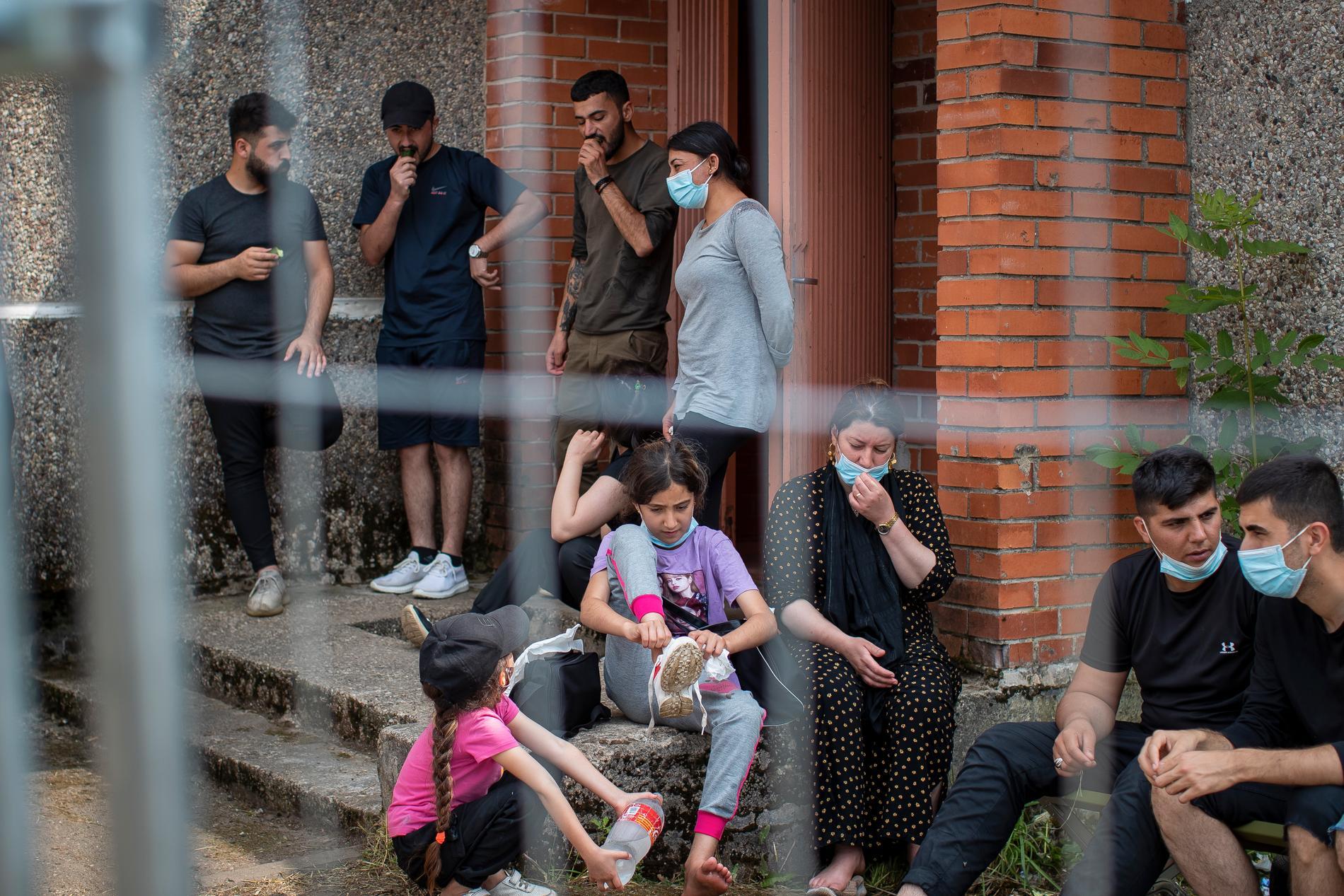 Migranter från Irak i ett flyktingläger söder om Vilnius, Litauen.