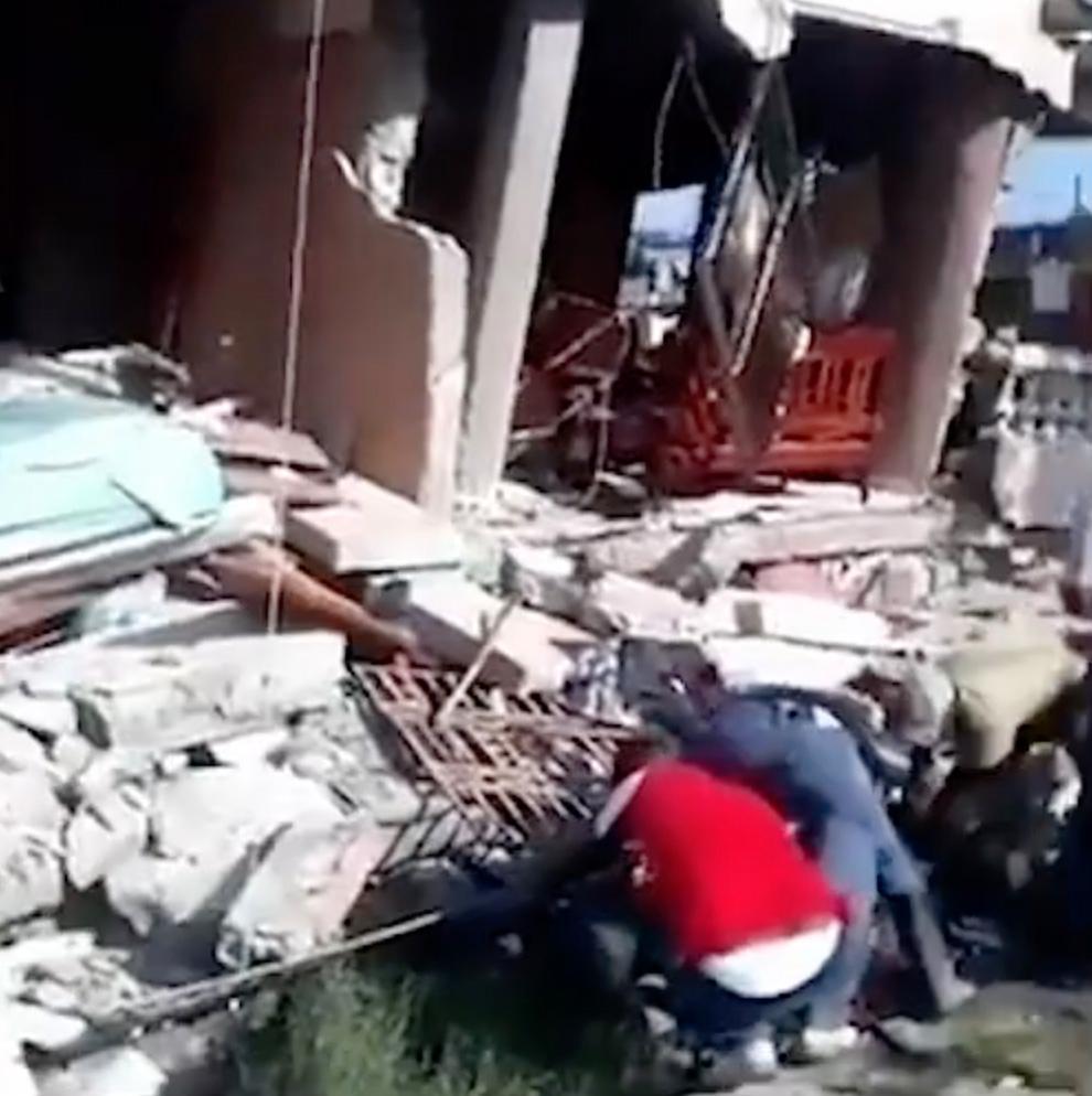 Flera hus har rasat efter jordskalvet.