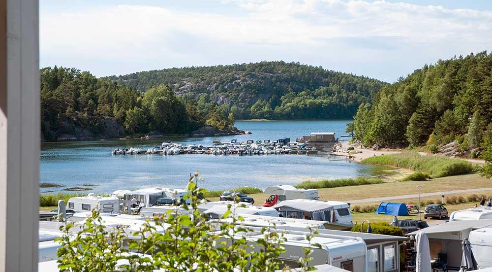 Daftö Resort, Norrviken är det nordligaste viken på Daftö. Ett område som passar de som älskar havet men som samtidigt vill ha nära till pulsen. Här finns också husbilsplatserna.