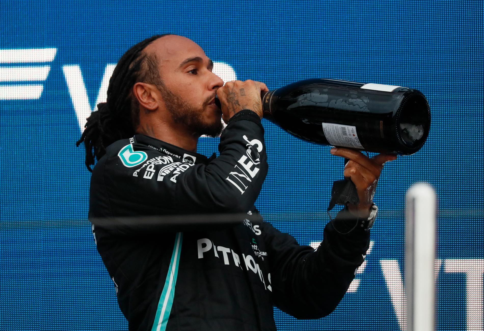 Mercedes Lewis Hamilton firade F1-segern i Sotji.