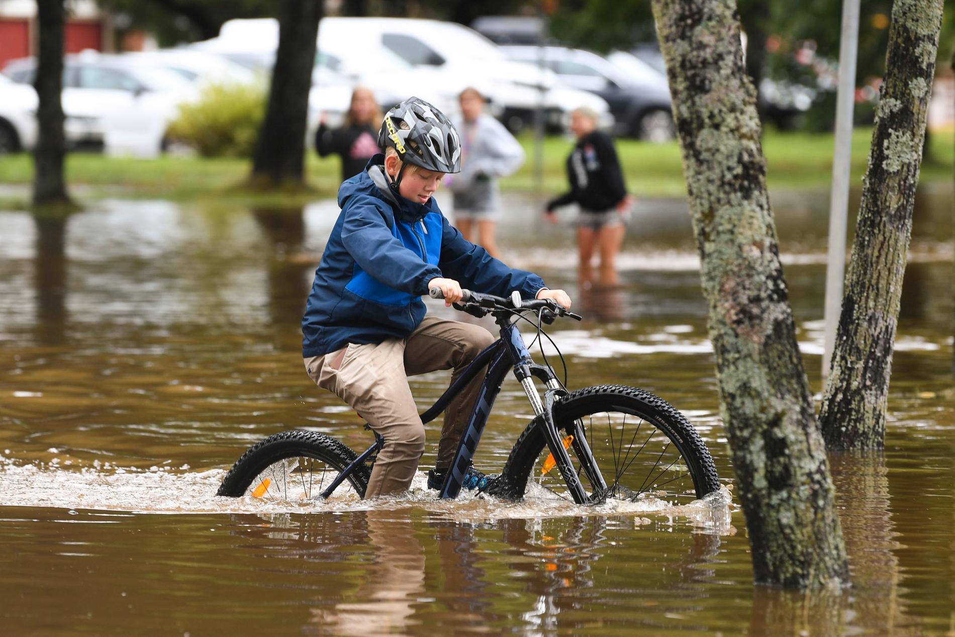 På torsdag öppnar Gävles skolor igen efter det kraftiga regnoväder som orsakat stora översvämningar runt om i länet.