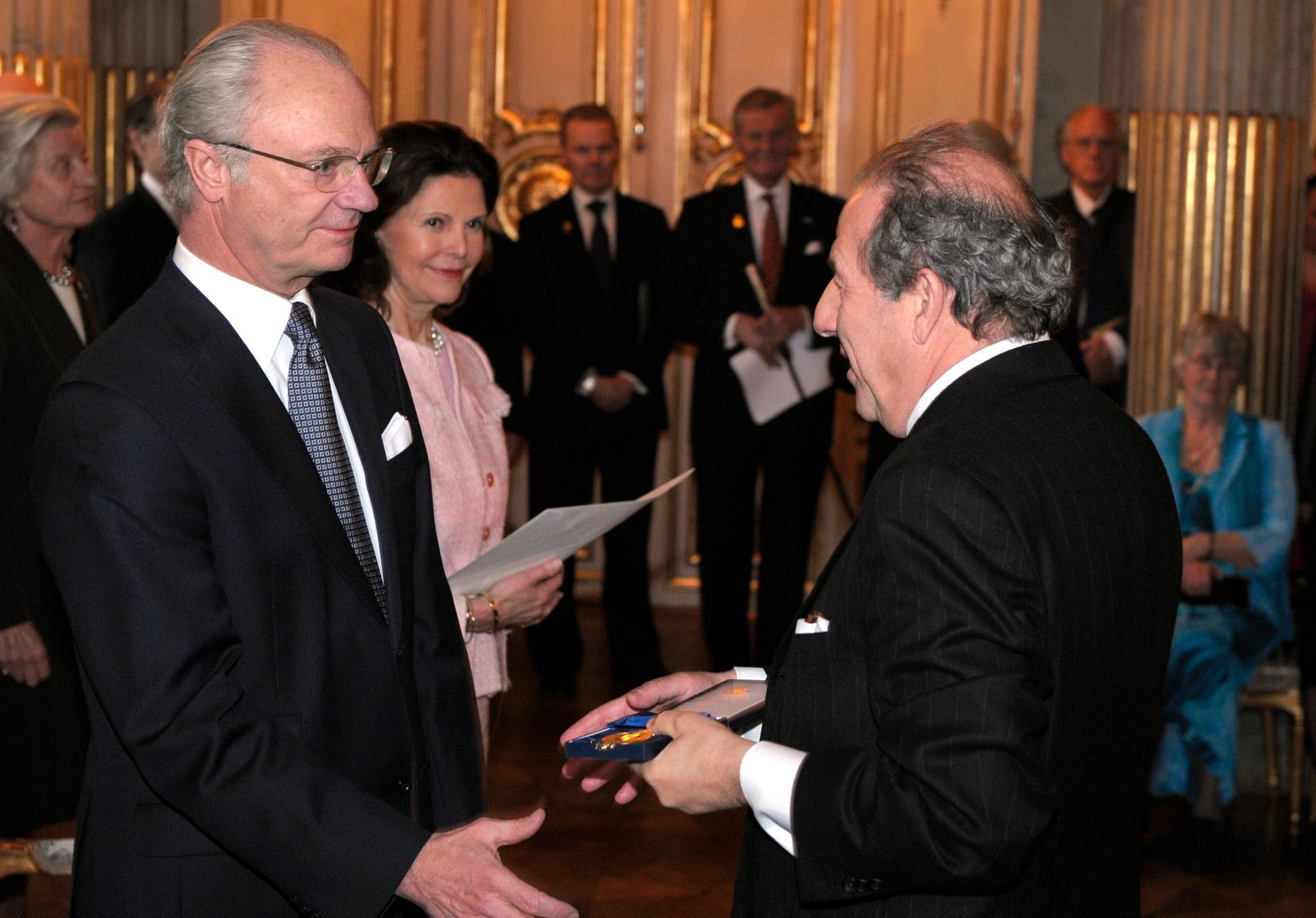 Robert Weil mottog Konungens Medalj av 12:e storleken 2008.