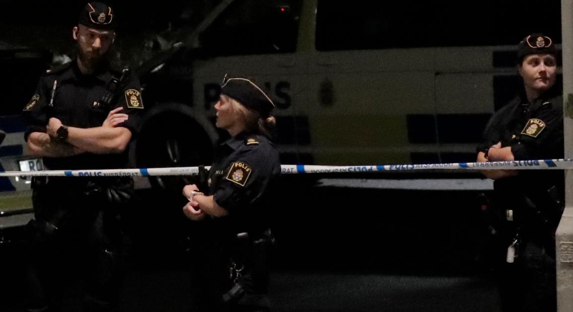 En kvinna har hittats död i ett skogsparti i södra Göteborg.