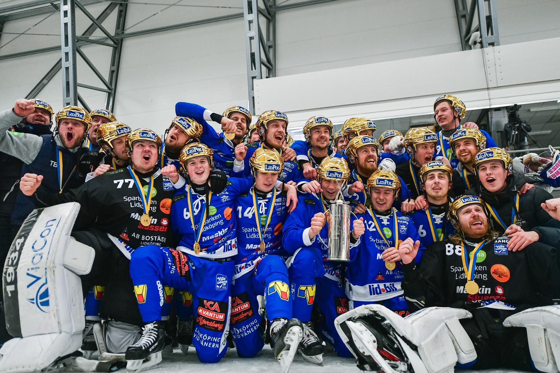 Villa Lidköping firar SM-guldet i april tidigare i år.