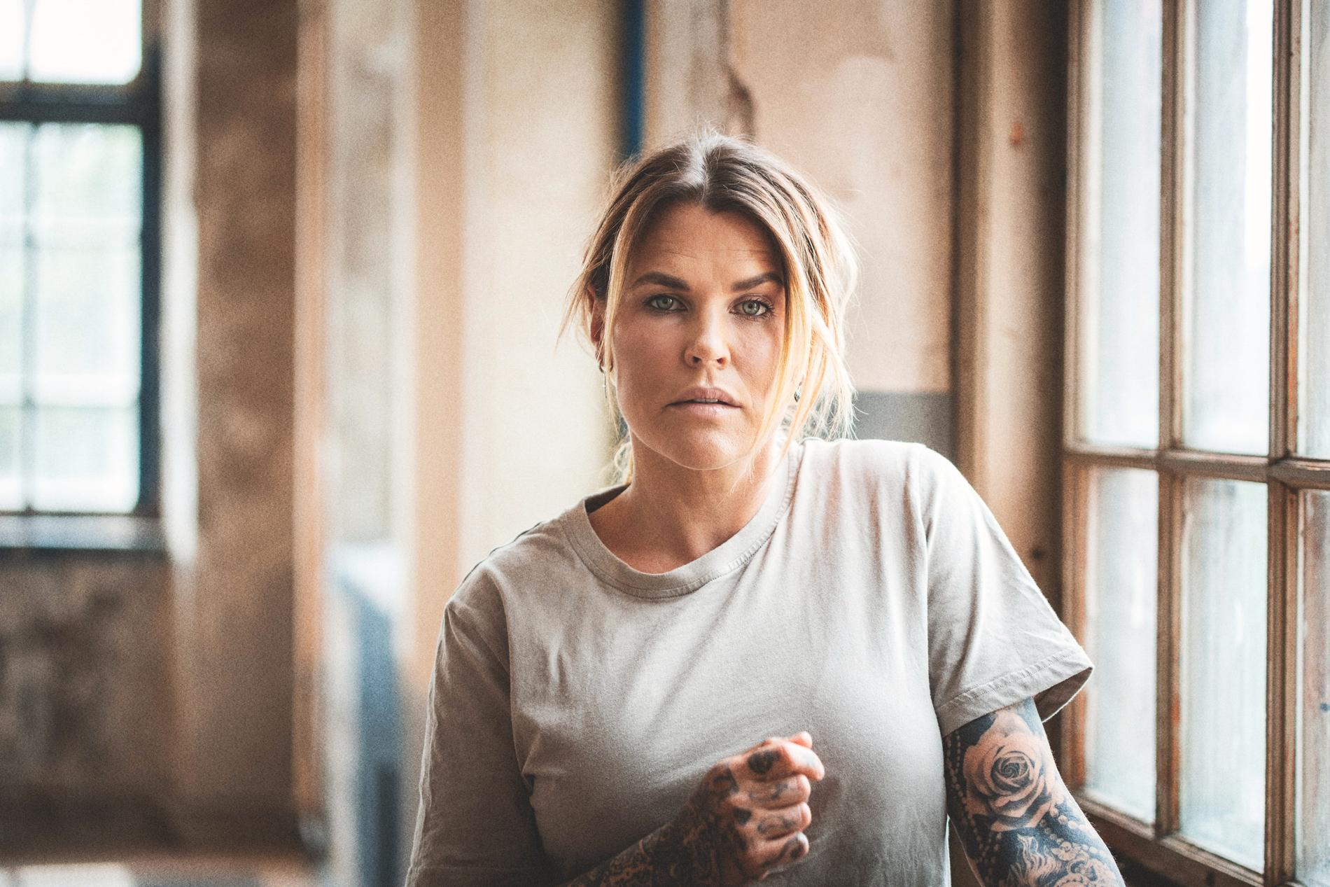 """Mia Skäringer Lázár släpper sitt deutalbum """"Maria"""" i oktober. Den 6 augusti kommer den första singeln """"Aldrig nu"""", skriven av Molly Sandén. Pressbild."""