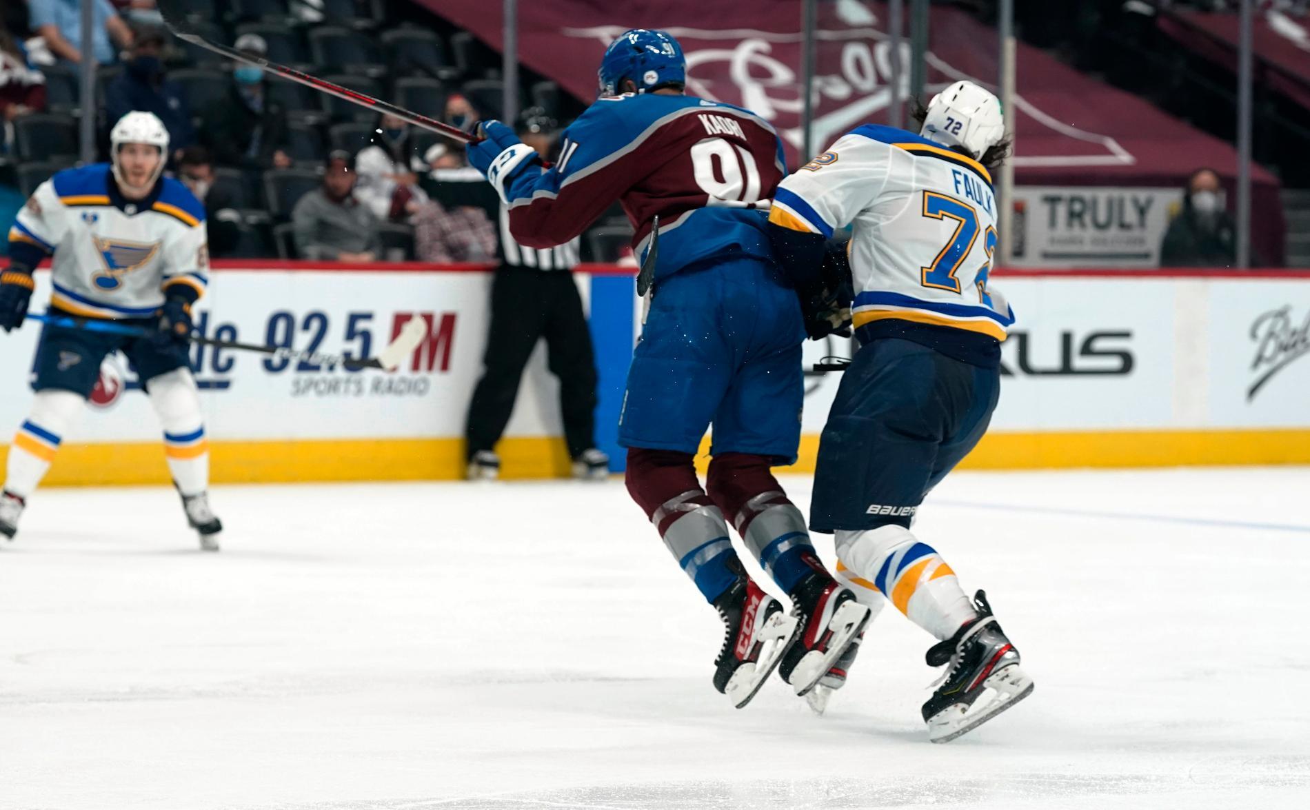 Nazem Kadri fick matchstraff efter en armbågstackling på Justin Faulk i andra mötet mellan Colorado och St. Louis i årets Stanley Cup-slutspel.