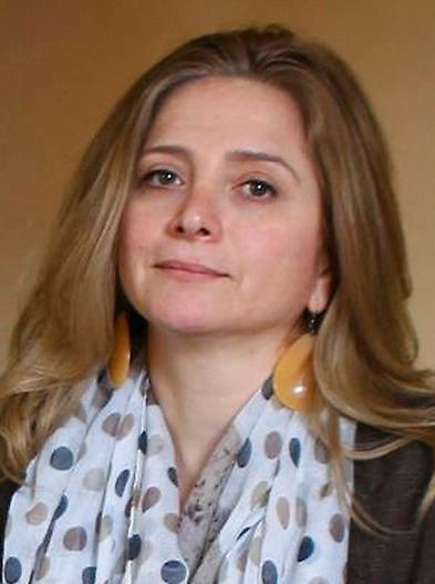 Samar Yazbek (född 1970), syrisk författare och journalist.