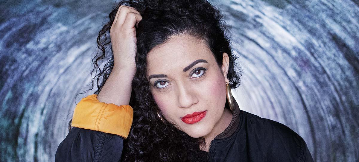 """Athena Farrokhzads (född 1983) nya diktsamling är något helt annat än den hyllade debuten """"Vitsvit"""" från 2013."""