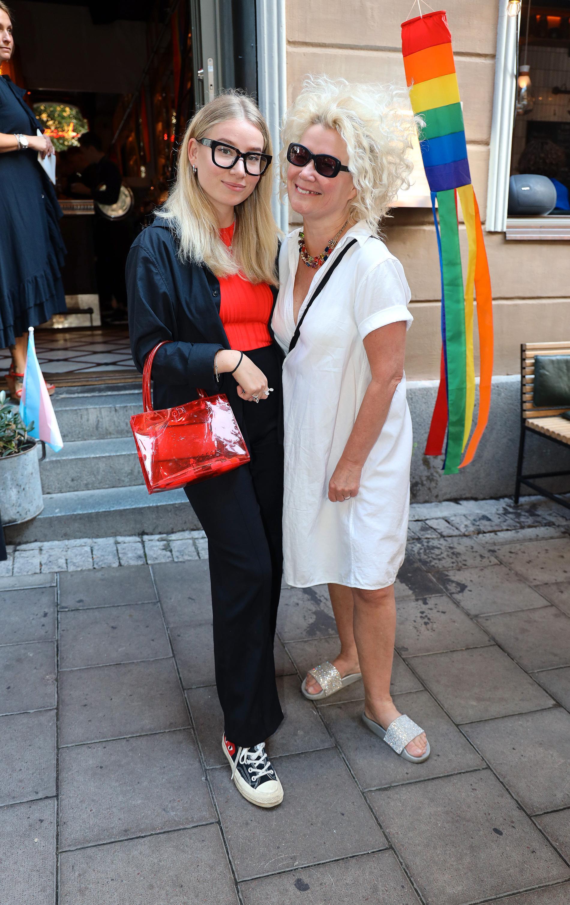 Karin Mannerstål, designer, och dottern Rita.