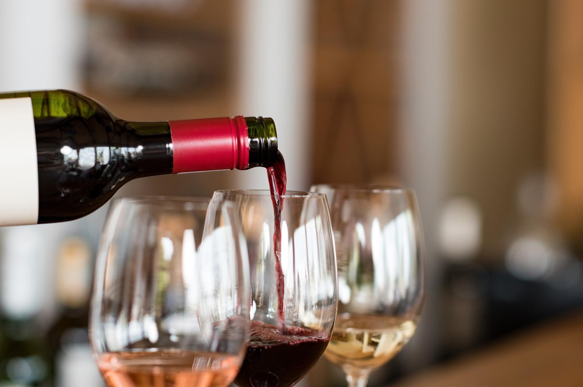 Beroende på hur mycket vin du häller i glaset så påverkas smaken och doften.