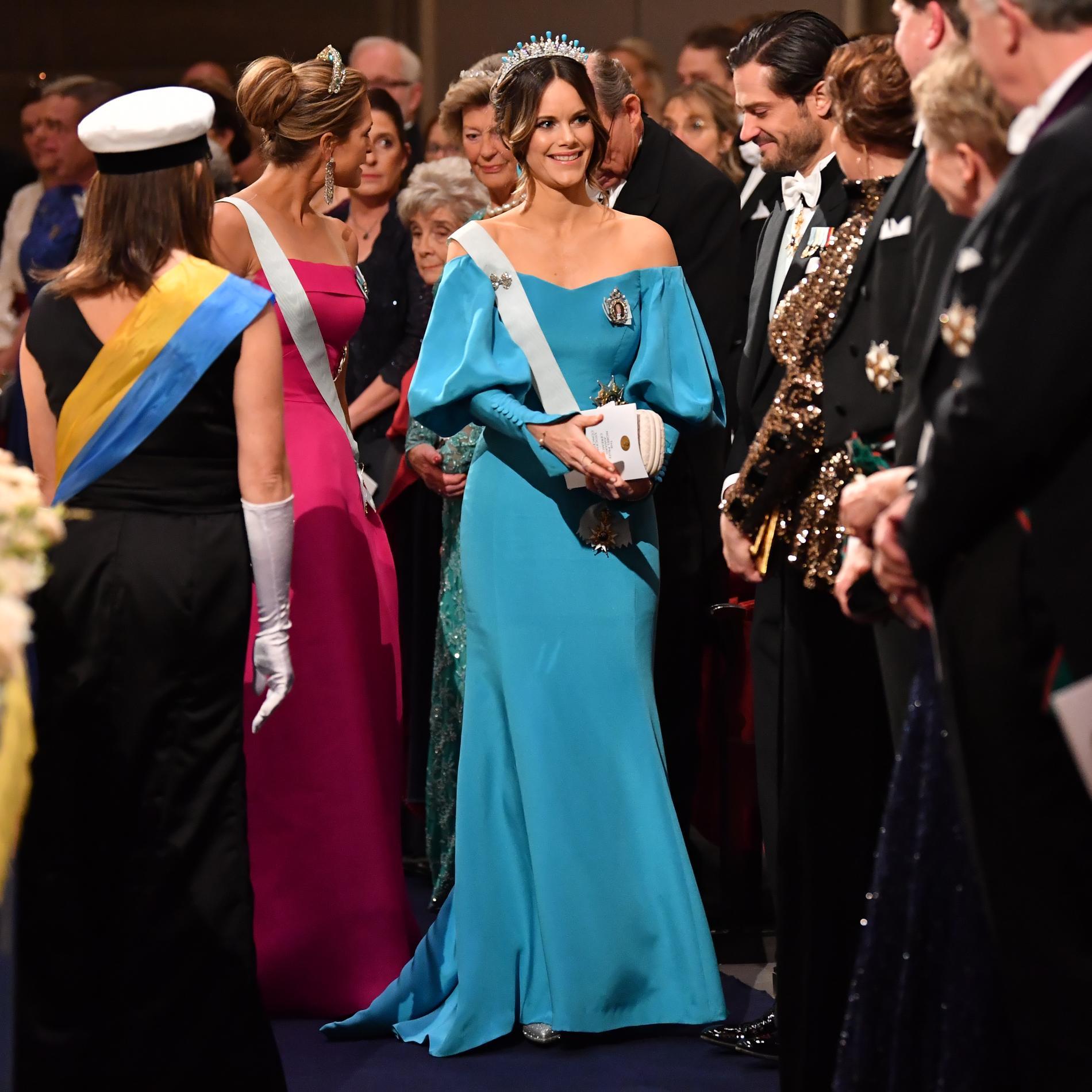 2019. Prinsessan Sofia tågade in i Konserthallen i en turkos klänning i italiensk sidencrepe av den svenska designern Emelie Janrell.