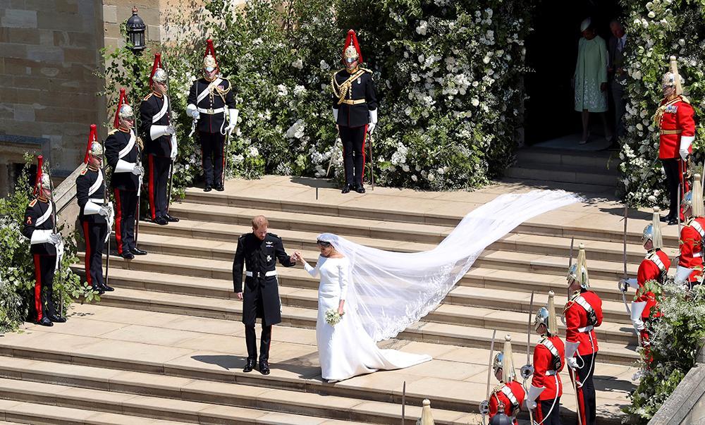 Vigseln hölls i St George Chapel i Windsor med efterföljande mottagning i slottets paradrum St George's Hall.