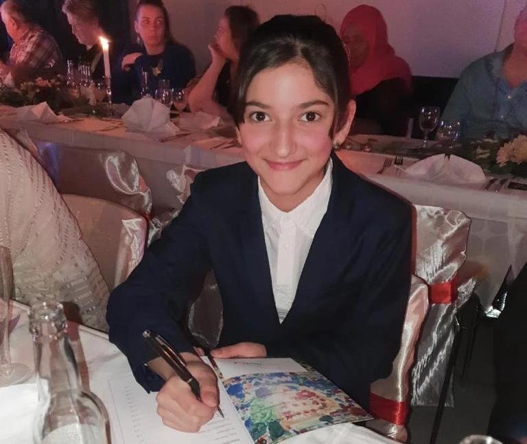 Dorsa Rahimi, 12, har skrivit en bok om mobbing för att hjälpa andra.