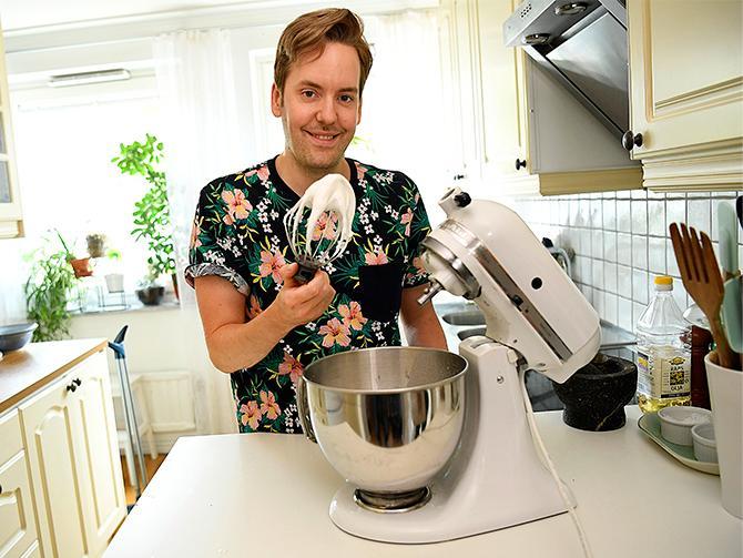 Kikärtsspad går utmärkt att vispa med lite citron och socker till maräng. Även spad från andra baljväxter funkar men kan ge en liten bismak, tipsar Mattias Kristiansson.