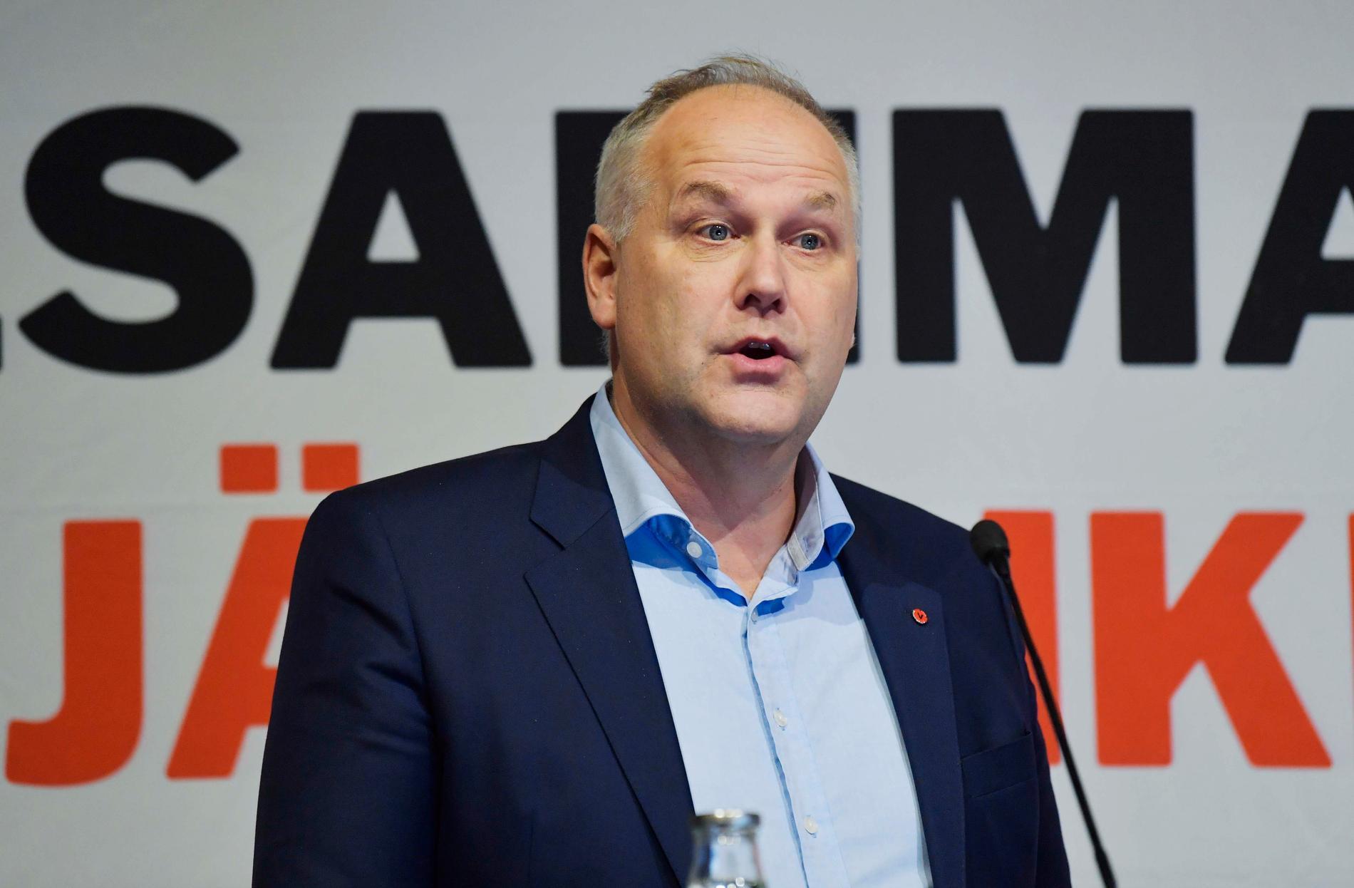 Vänsterpartiets förre partiledare Jonas Sjöstedt är fortfarande aktiv på sitt eget håll.