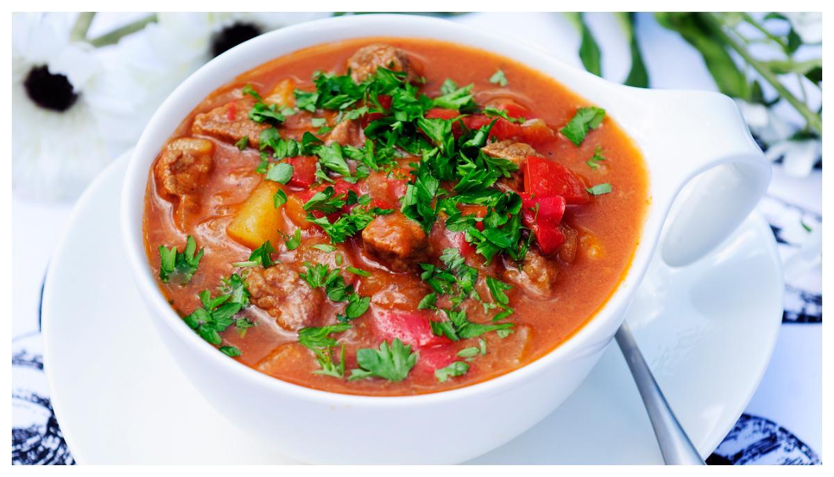 Värmande gulaschsoppa.