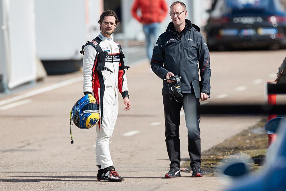 Prins Carl Philip tävlar i Porsche Carrera Cup Scandinavia.