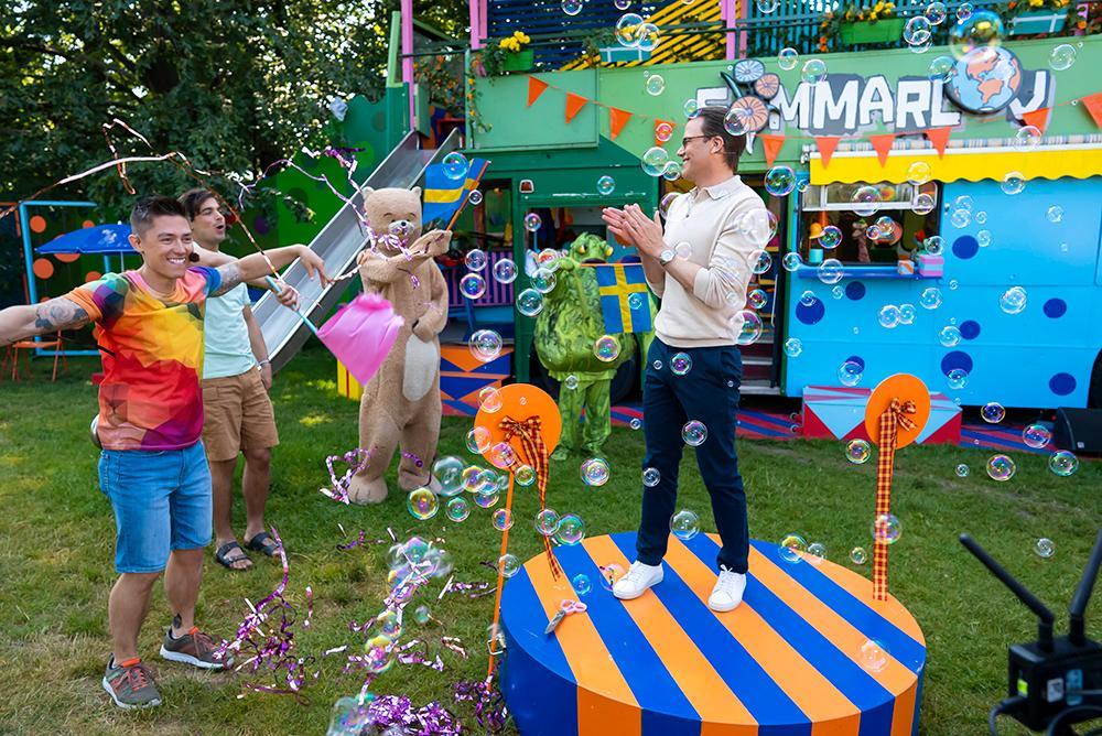"""Prins Daniel var med i SVT:s barnprogram """"Sommarlov"""" där han invigde programmets rörelsetema."""