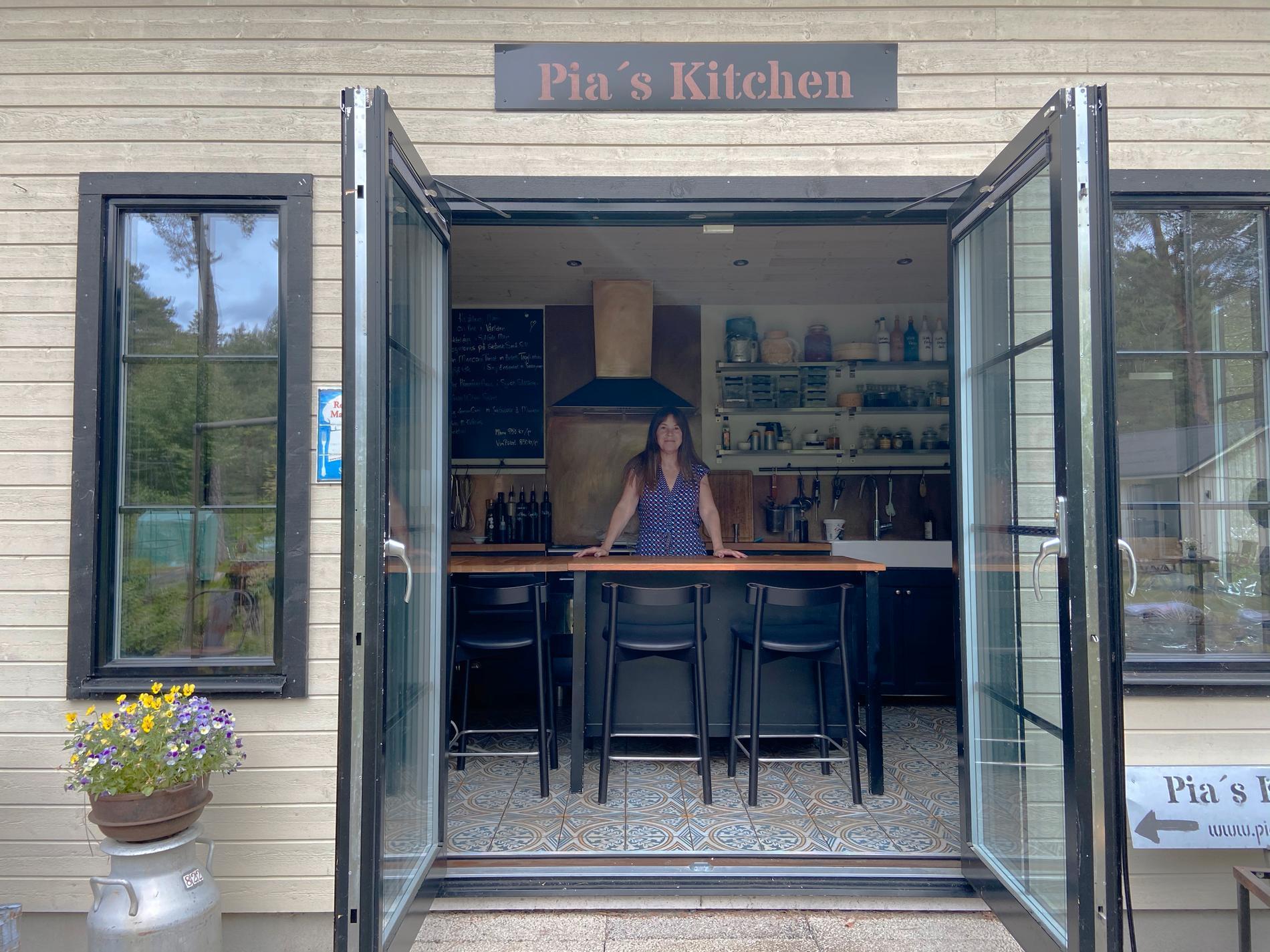 Här i friggeboden är det chef's table som gäller och Pia Idberg tar emot sällskap på minst fyra och max åtta personer.