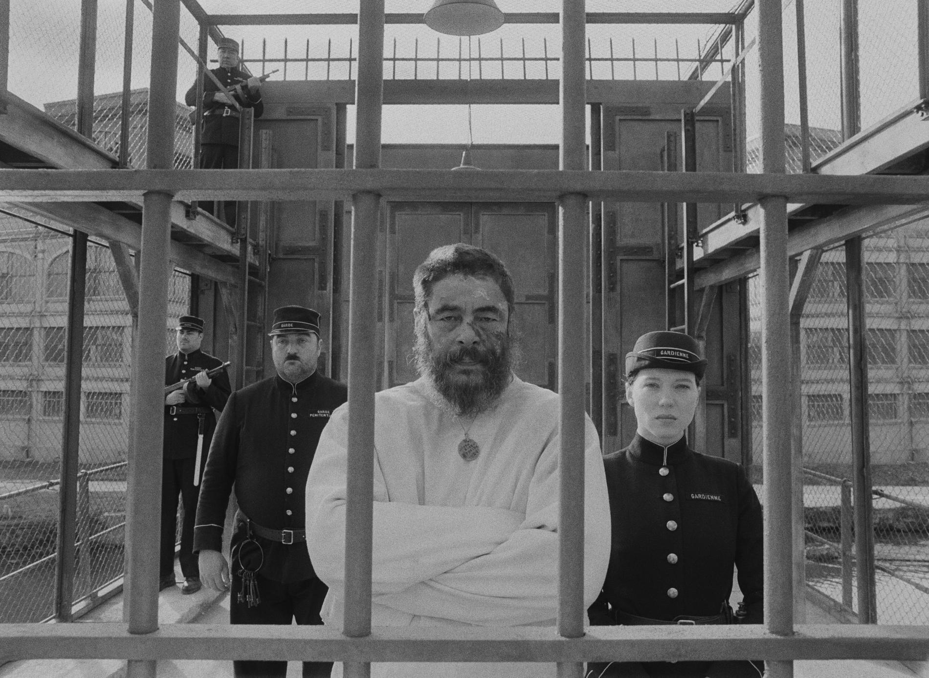 "Benicio del Toro och Léa Sey-doux i ""The French dispatch""."