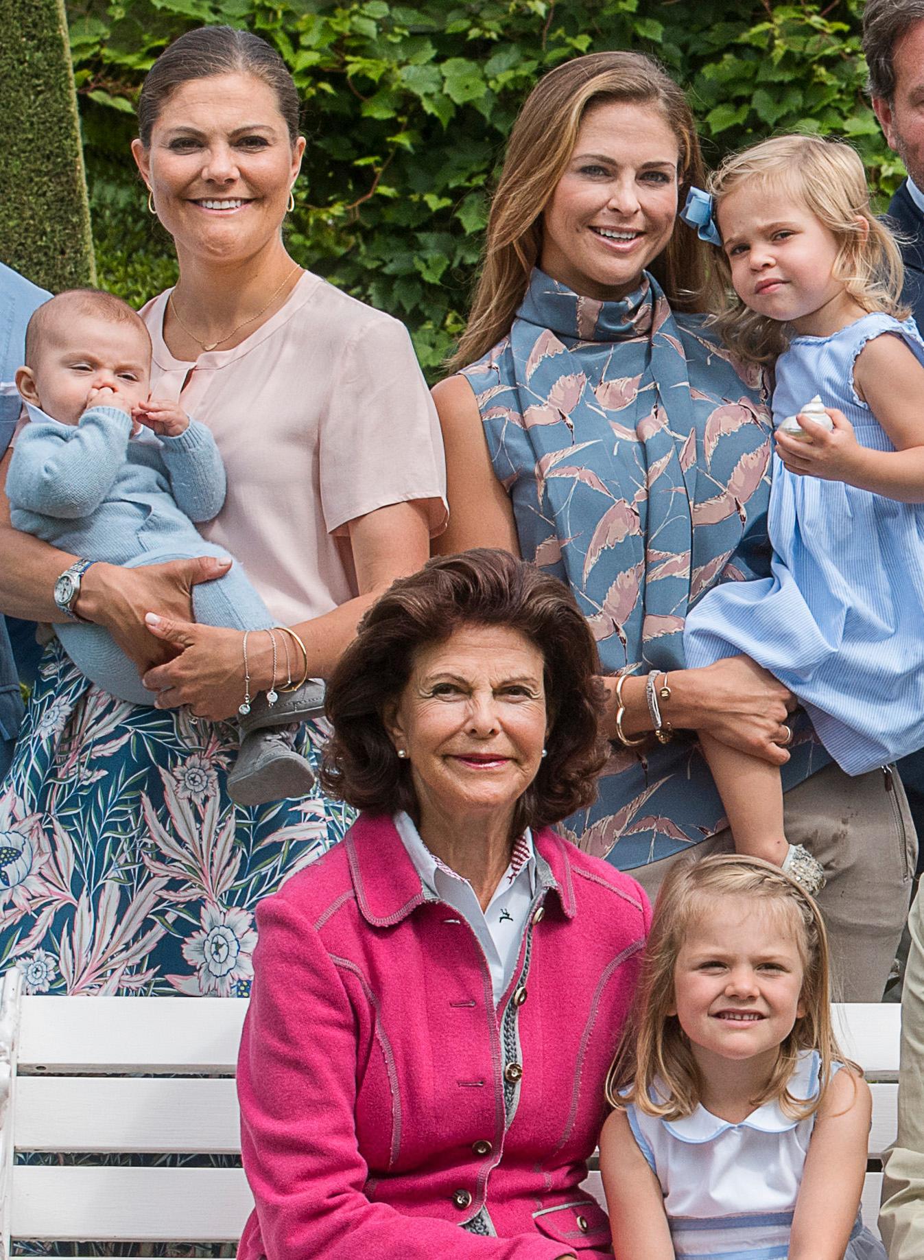 Delar av den kungliga familjen vid Sollidens slott 17 juli 2016.