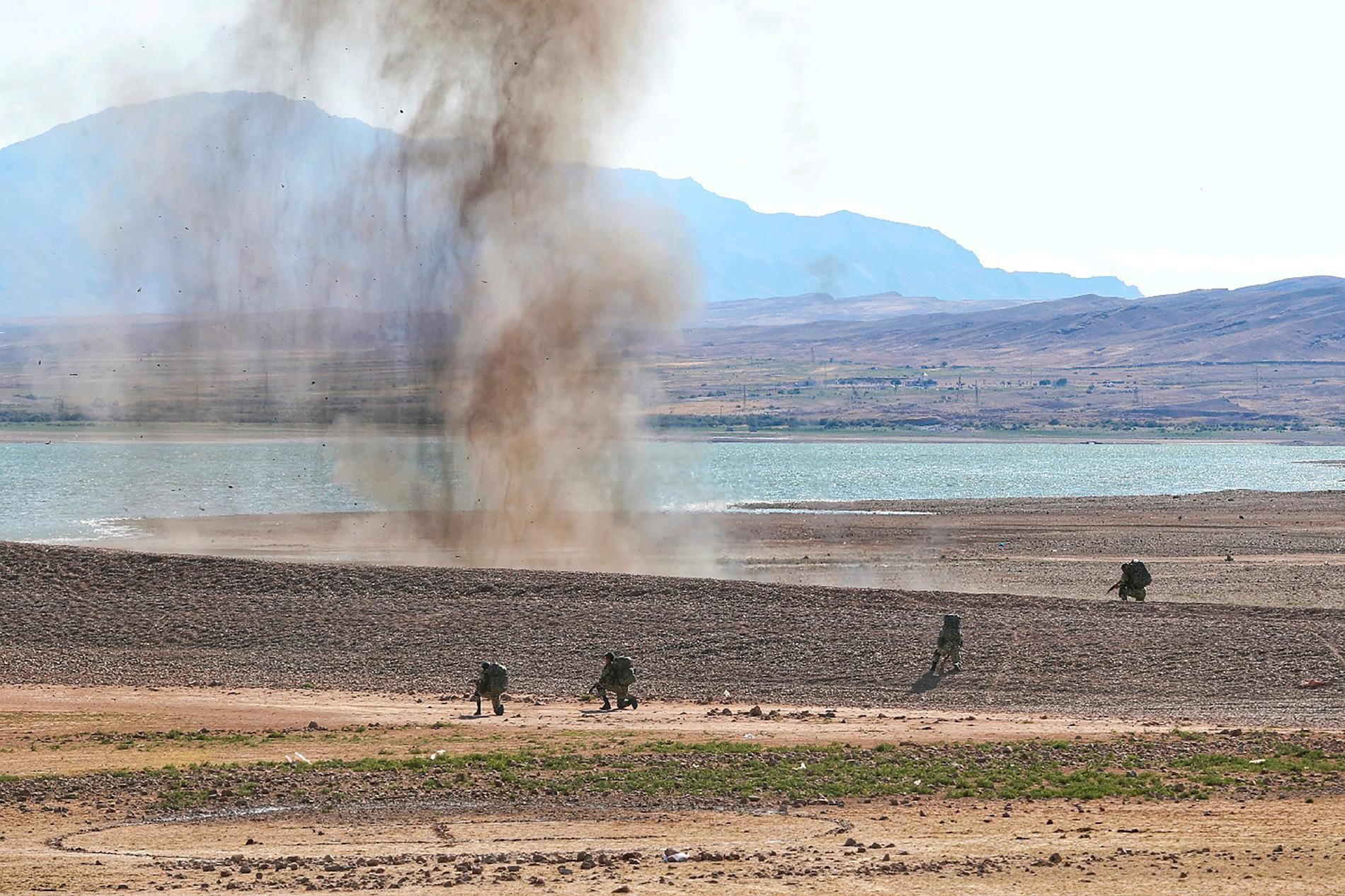 Bild från armén som ska visa höstens militärövningar nära Azerbajdzjans gräns.