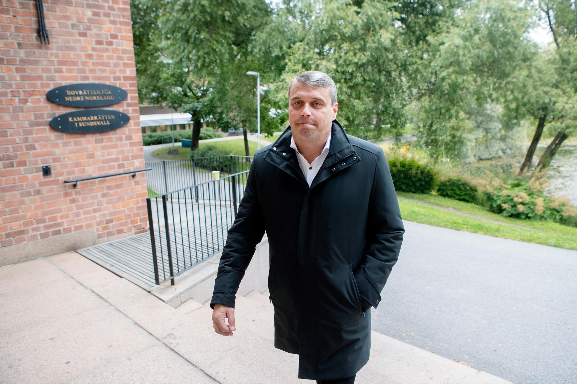 Daniel Kindberg, tidigare ordförande för Östersund, på väg till förhandlingar i hovrätten i Sundsvall. Arkivbild.