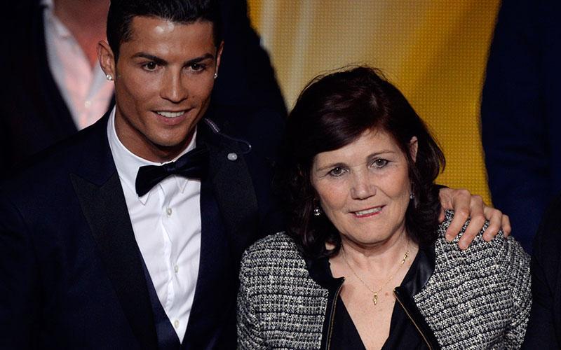 Ronaldo med sin mamma.