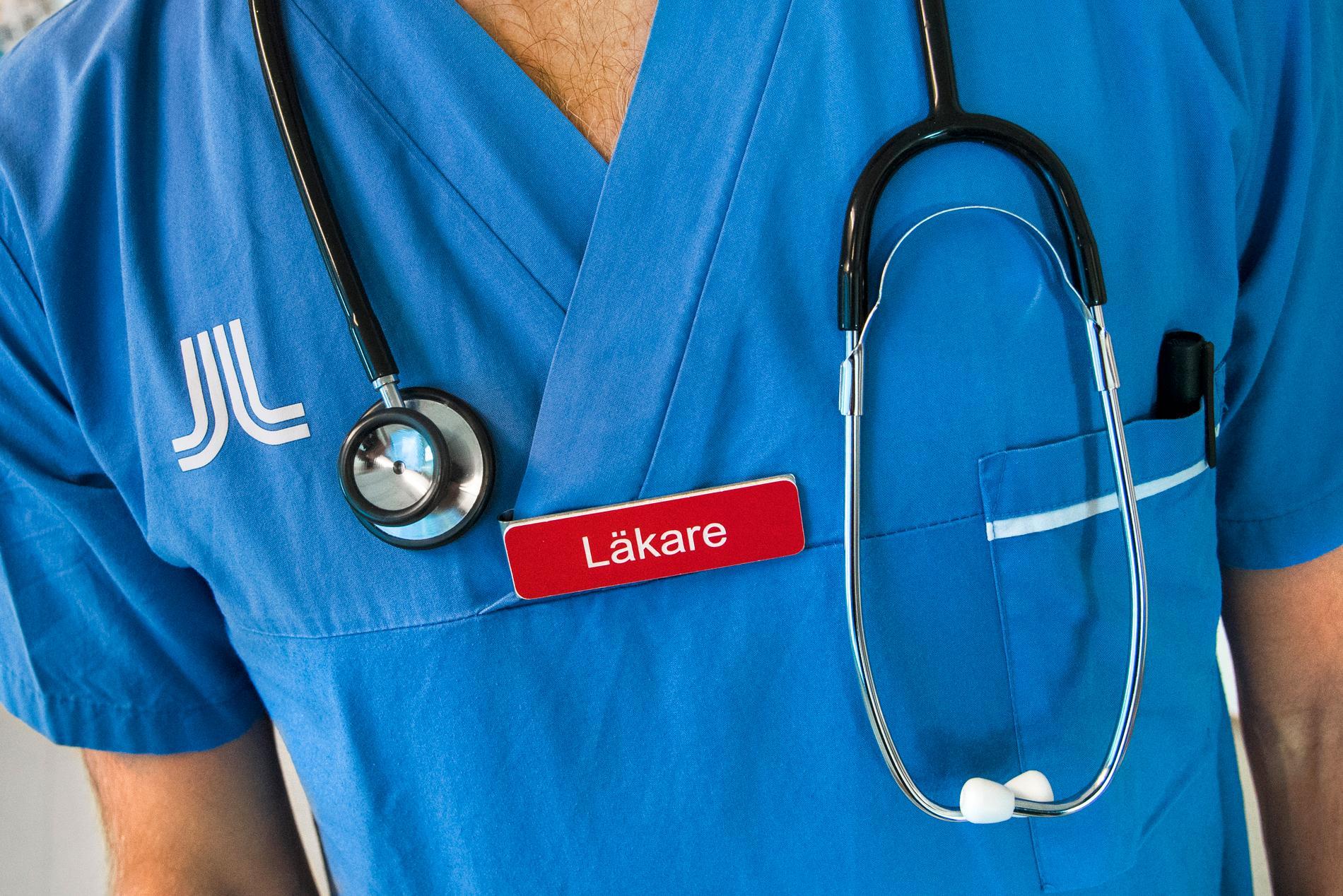 Det saknas läkare med specialistkompetens i stora delar av landet, konstaterar Socialstyrelsen.