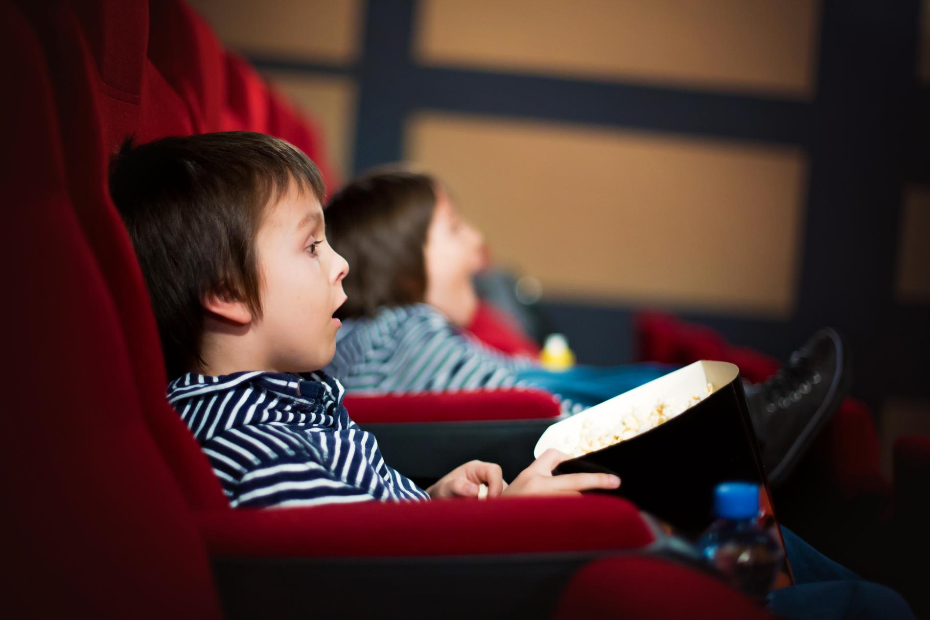 Låt dig hänföras av en bra film.
