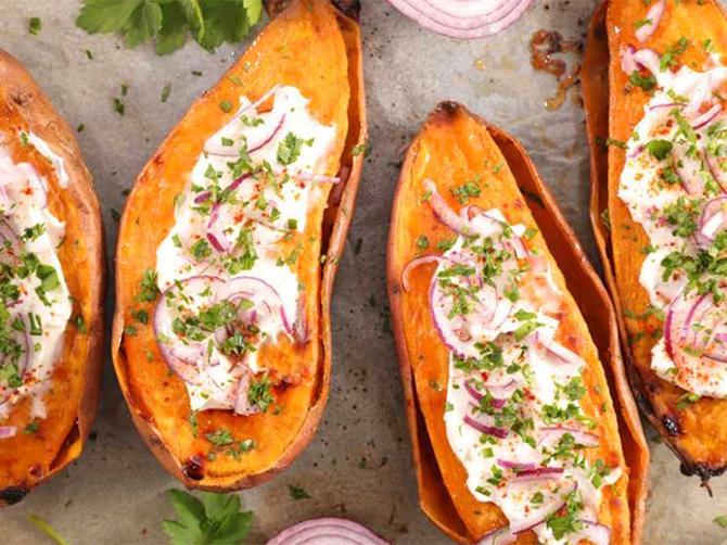 Bakad sötpotatis med fårost – gott recept och lätt att variera.
