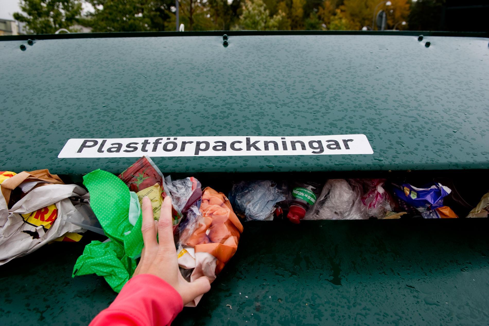 Återvinning av plast på en återvinningsstation. Arkivbild.