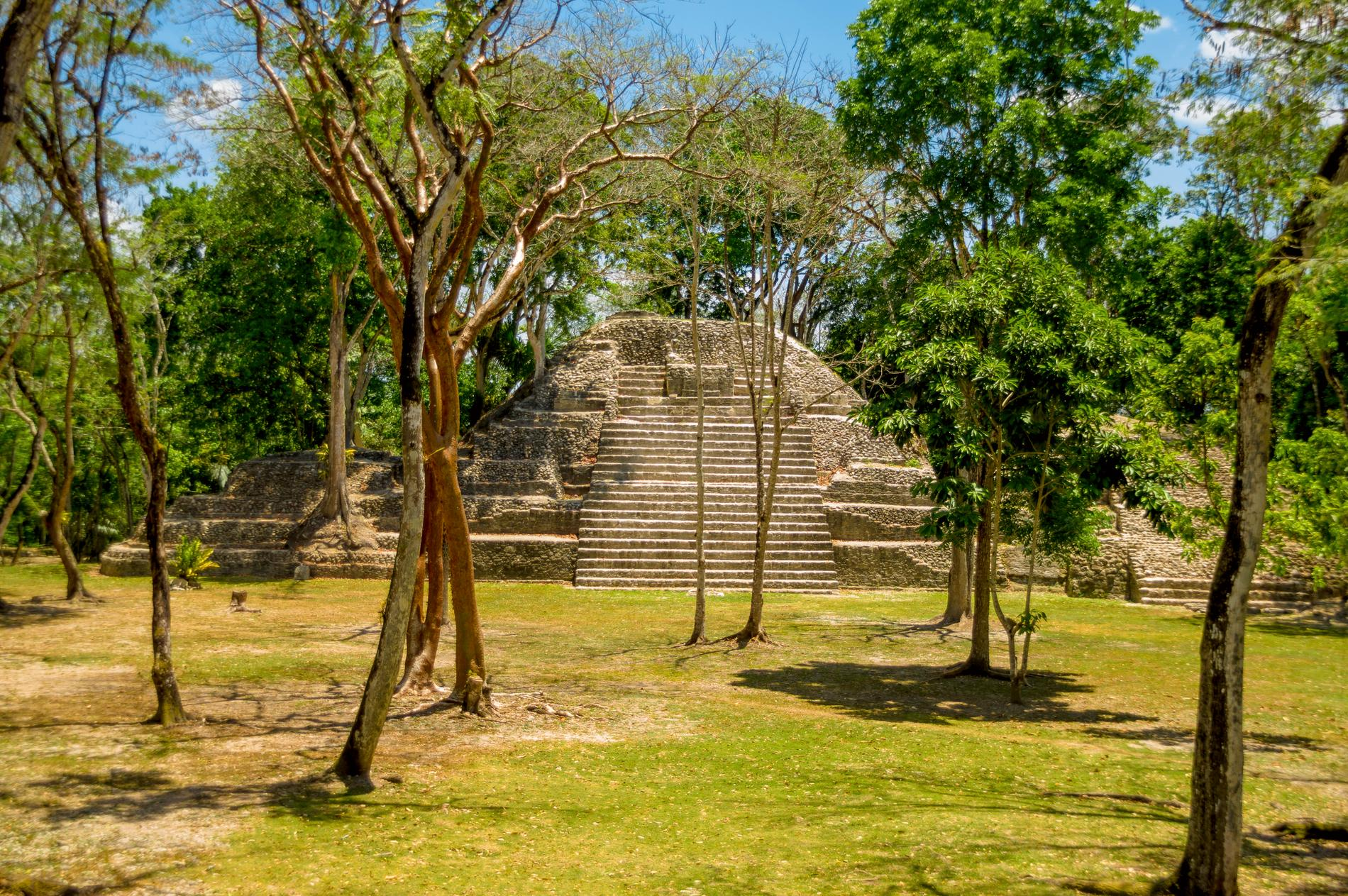 Cahal Pech är en bosättning från Mayariket som finns nära San Ignacio.