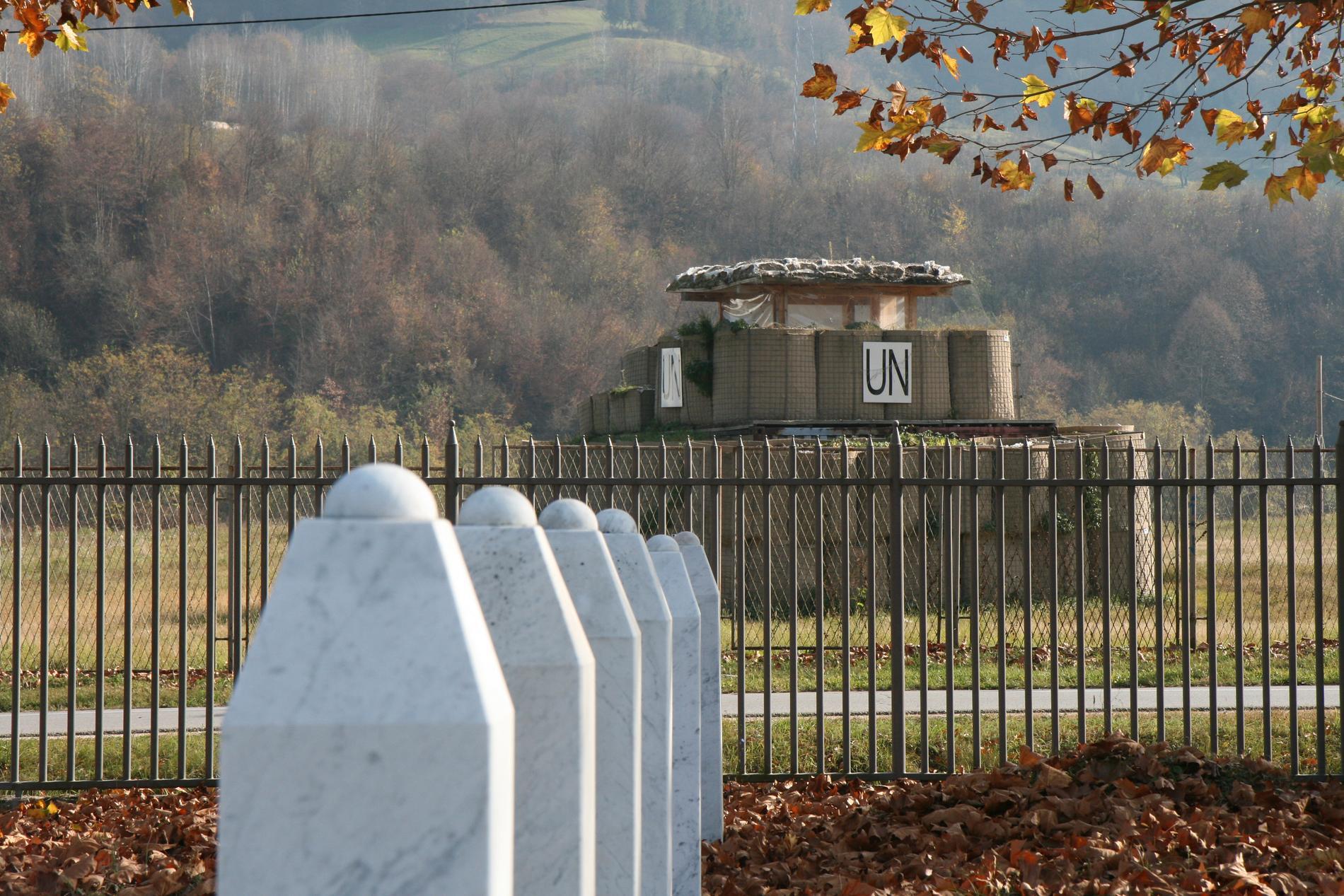 Till FN-basen utanför Srebrenica flydde flyktingarna. Gravfältet är en fasansfull påminnelse om att det internationella samfundet misslyckades fullständigt.
