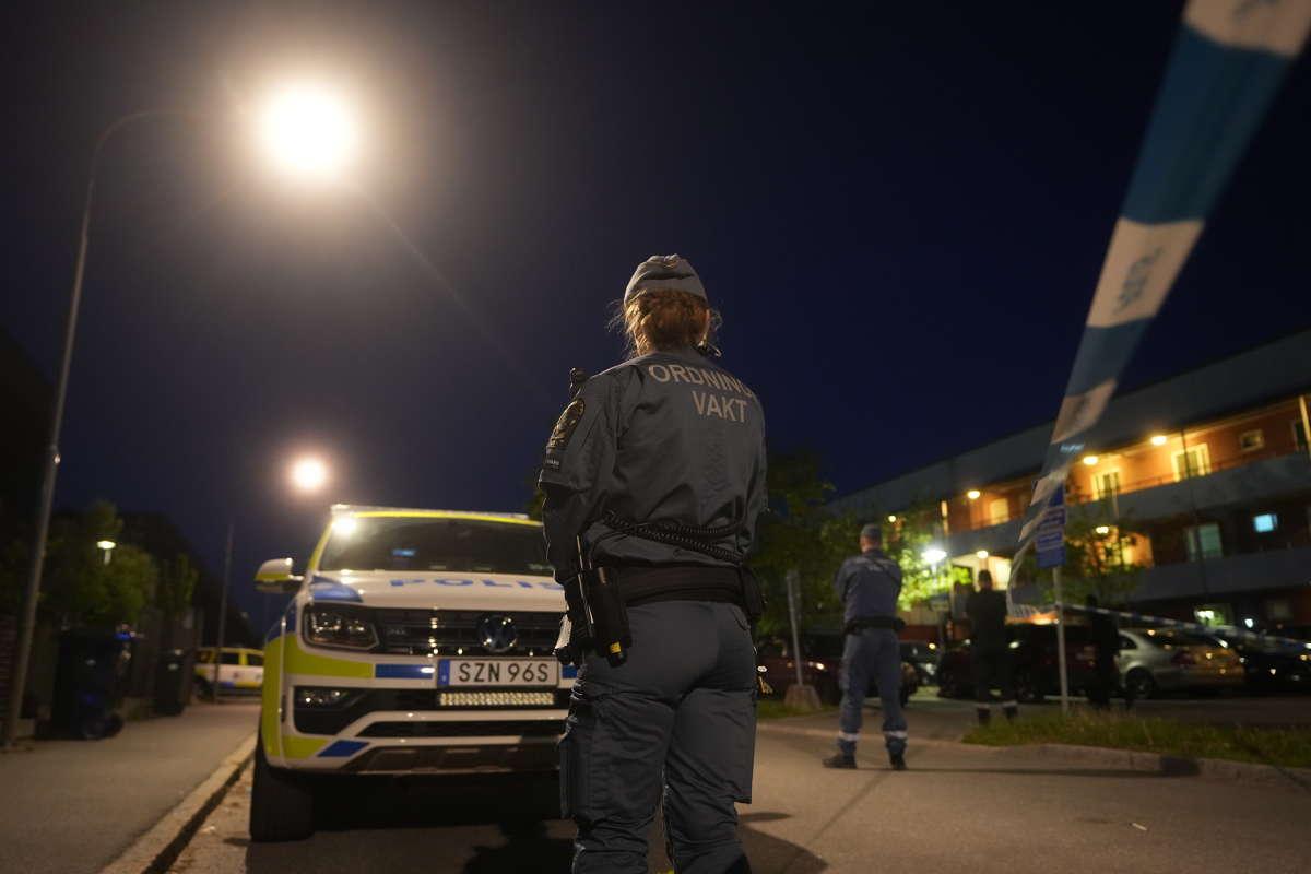 En man sköts ihjäl i Hjulsta under natten till tisdagen.