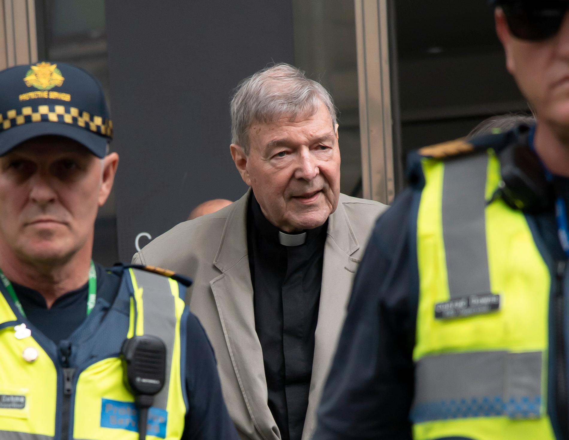 George Pell utanför domstolen i Melbourne i februari. Arkivbild.