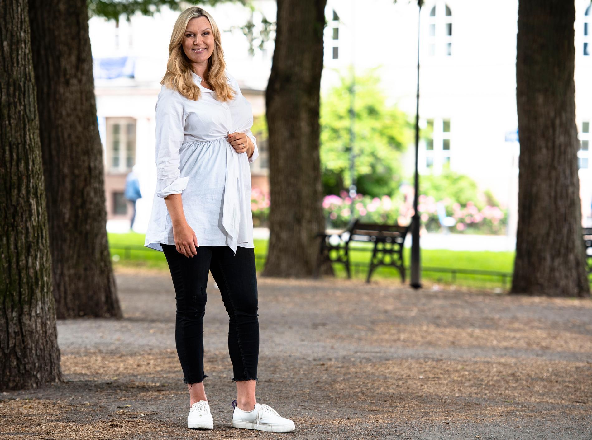 """""""Jag ser fram emot att ha med min lilla sidekick"""", Sanna Nielsen om graviditeten som kommer synas på Sollidenscenen."""
