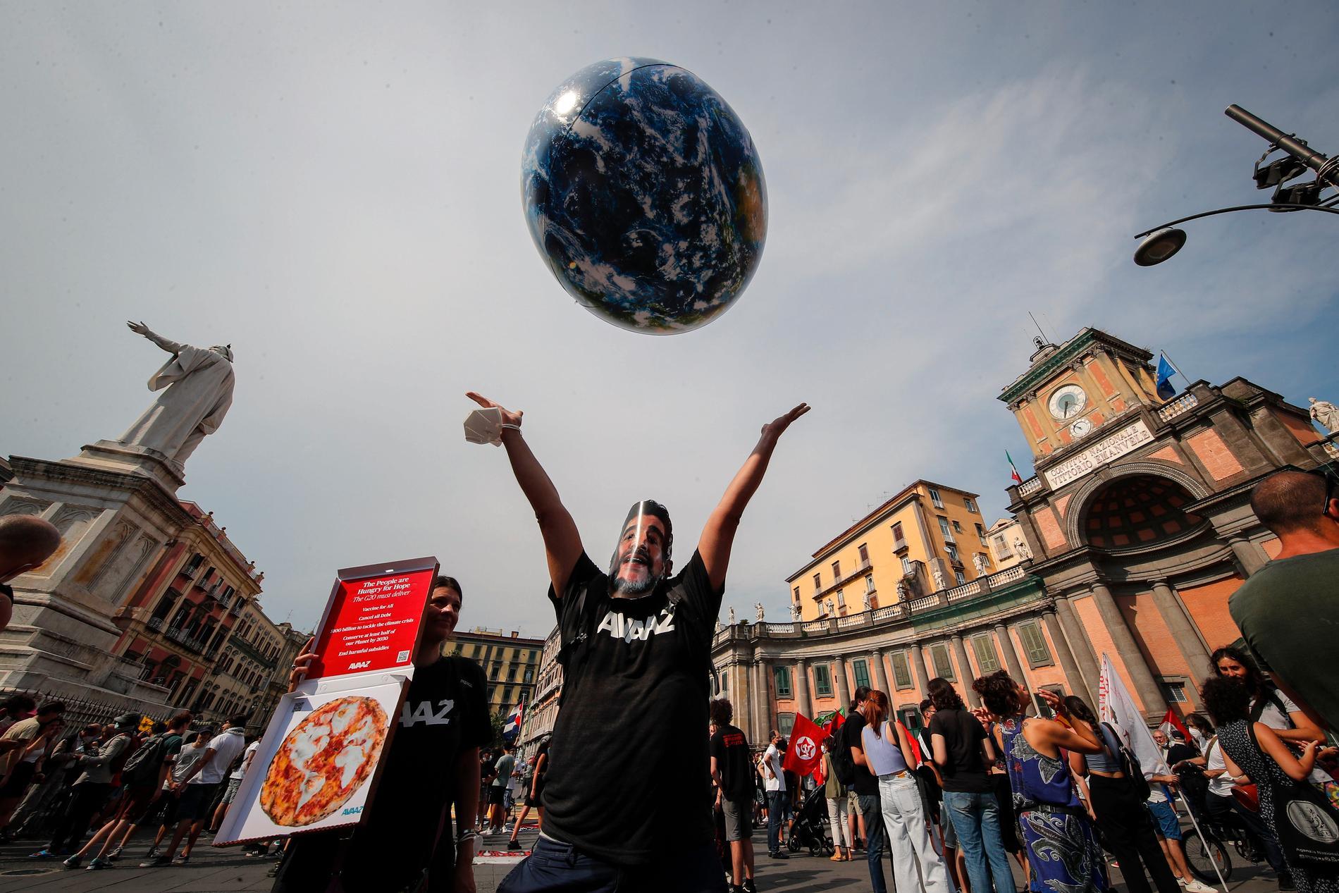 Demonstrationer under veckans klimatmöte mellan G20-länderna i Neapel i Italien.