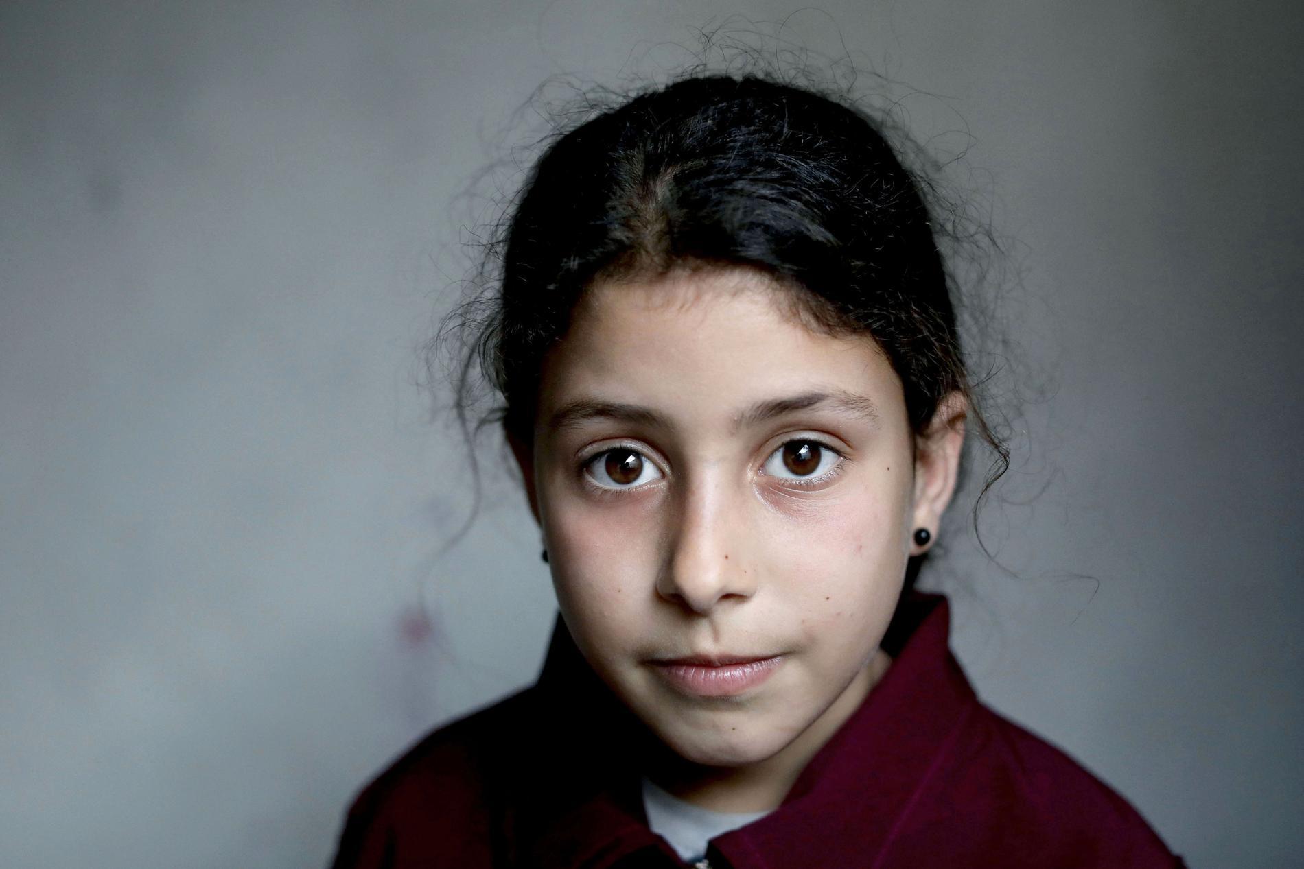Sama Nasir, 10, var glad över att ha fått ett eget rum tillsammans med sin syster i familjens nya större hem. Sen kom bomberna. Nu vet familjen inte var de ska bo.