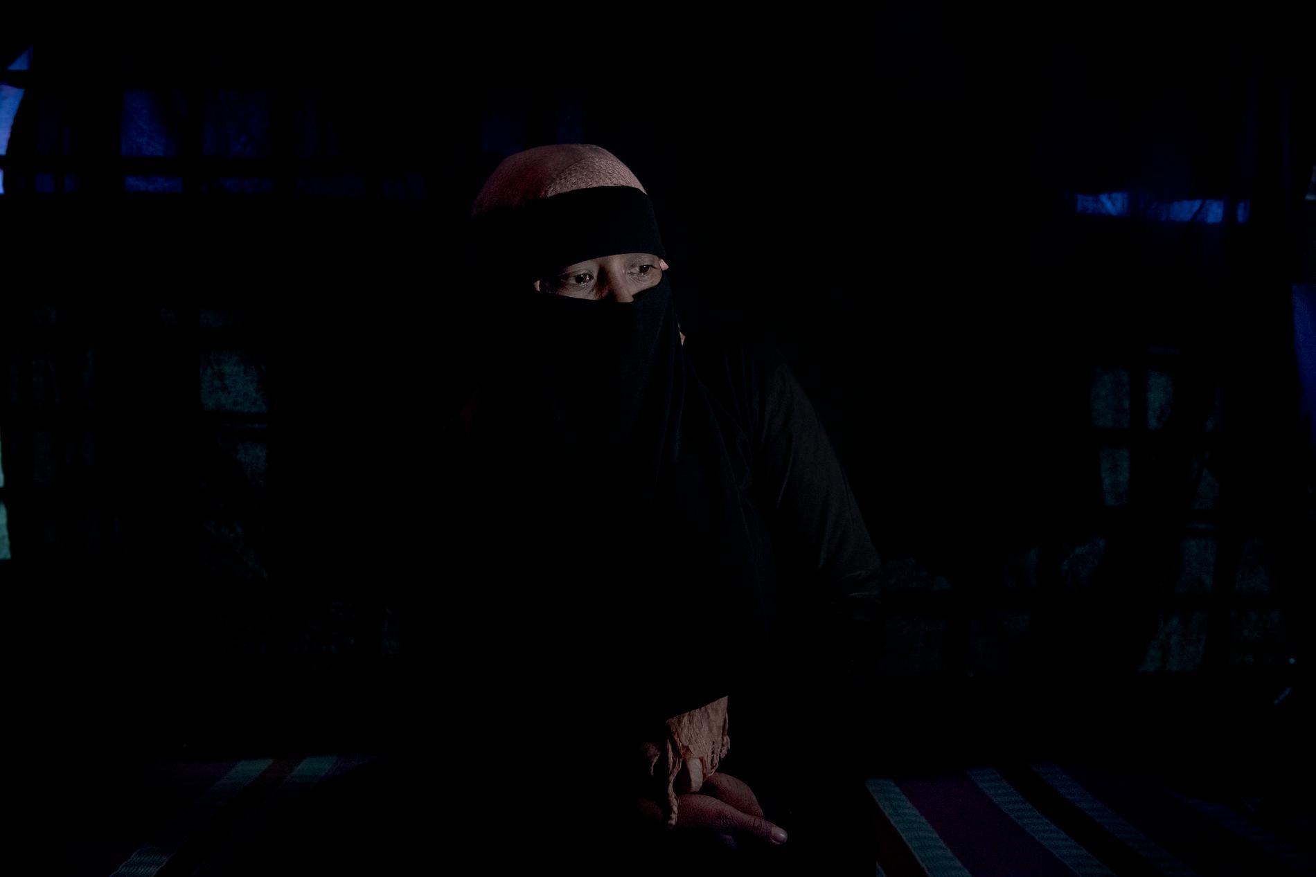Hon var gravid i femte månaden när militärerna tände eld på familjens hem. Somada Begum, 27, kidnappades och våldtogs, ibland med kniv, i flera dagar. Hon förlorade barnet, och har fortfarande blödningar i underlivet.