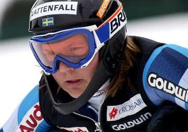 Anja Pärson är orolig efter dödsolyckan i förrgår och kräver högre säkerhet i tävlngsbackarna.