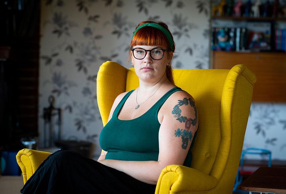 Barnmorskan Katarina Svensson Floods inlägg i sociala medier väckte debatt och starka känslor.